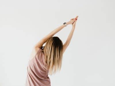Dehnübung aus dem Yin Yoga für Zwischendurch von Michaela Rieger